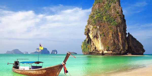 Krabi Hotels: Langboot am Railay Strand